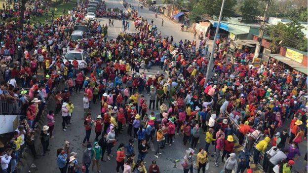 """Nữ công nhân Việt Nam phải """"bán mình"""" vì đồng lương không đủ sống"""
