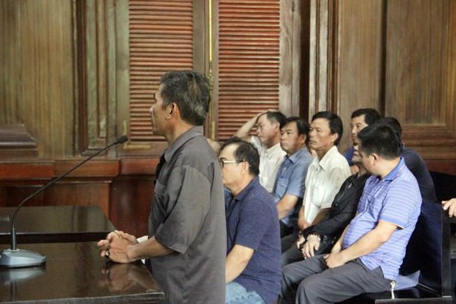 Viện kiểm sát cộng sản ở Sài Gòn đề nghị phạt tù cả 5 Việt kiều Mỹ buôn xe hơi
