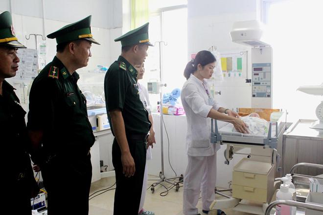 Mang một trẻ sơ sinh Việt Nam sang Trung Cộng chỉ nhận được 5 triệu đồng