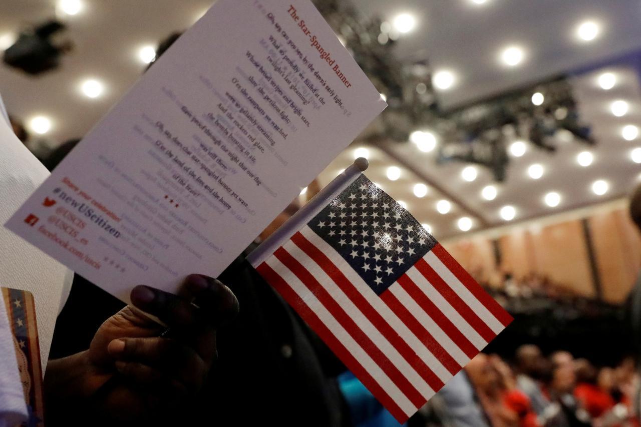 Chính phủ Trump điều chỉnh bài thi quốc tịch
