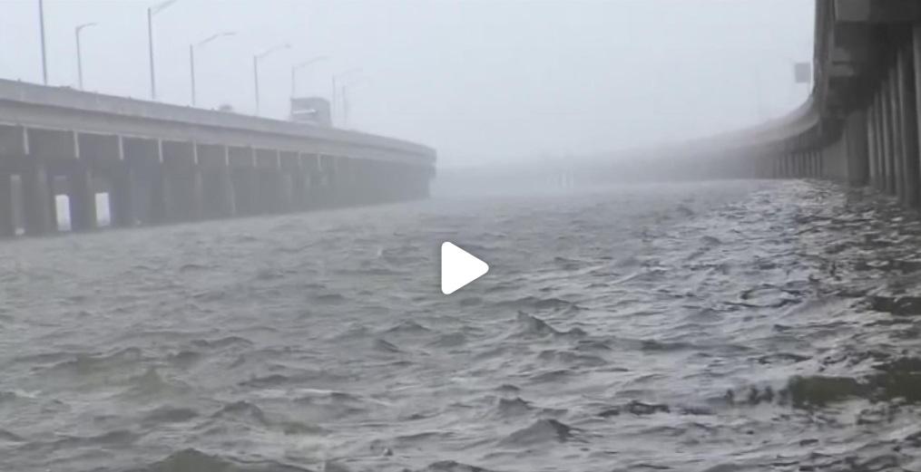Bão Barry kéo theo mưa lớn và lũ lụt đổ bộ vào Louisiana