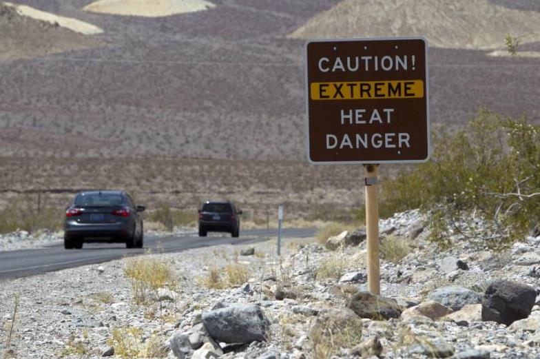 Nắng nóng kỷ lục ở Hoa Kỳ – trai bị nướng chín vỏ, đường xa lộ bị nứt