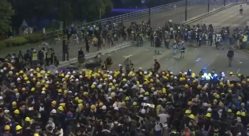 Trung Cộng gấp rút tìm cách giải quyết tình trạng hỗn loạn tại Hong Kong