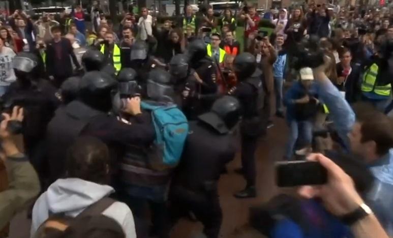 Cảnh sát Nga bắt giữ hơn 800 người biểu tình của phe đối lập