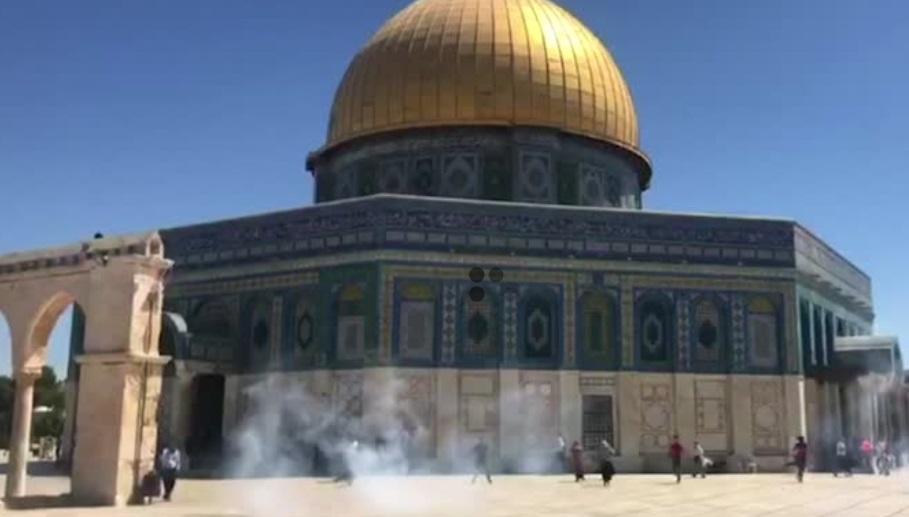 Dân Palestine và cảnh sát Israel đụng độ tại thánh địa Jerusalem