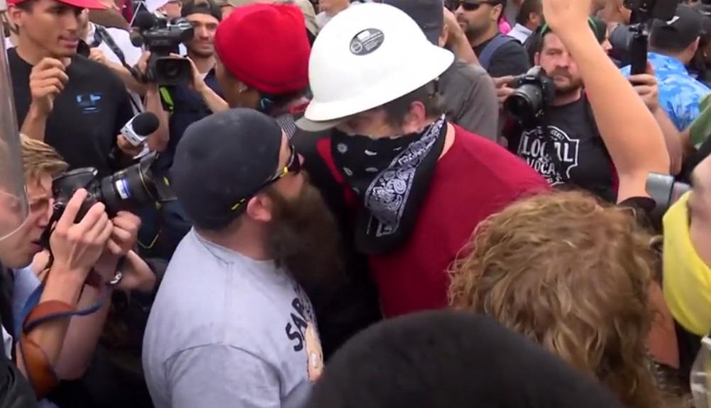 Cảnh sát Portland tịch thu nhiều vũ khí của nhóm biểu tình cực hữu