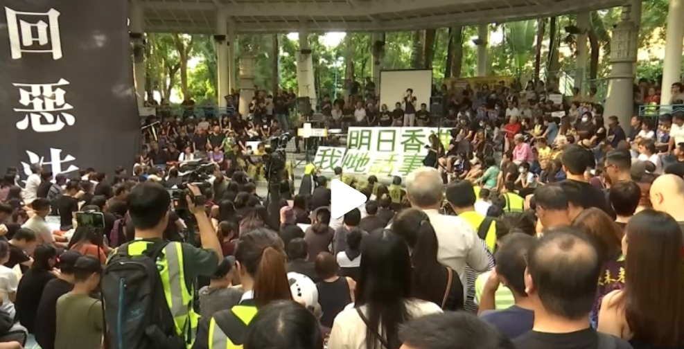 Hồng Kông tiếp tục hỗn loạn, 200 chuyến bay bị hủy do biểu tình