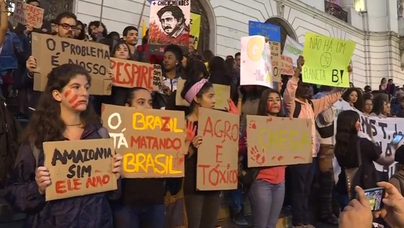 Brazil huy động quân đội để chữa cháy rừng Amazon