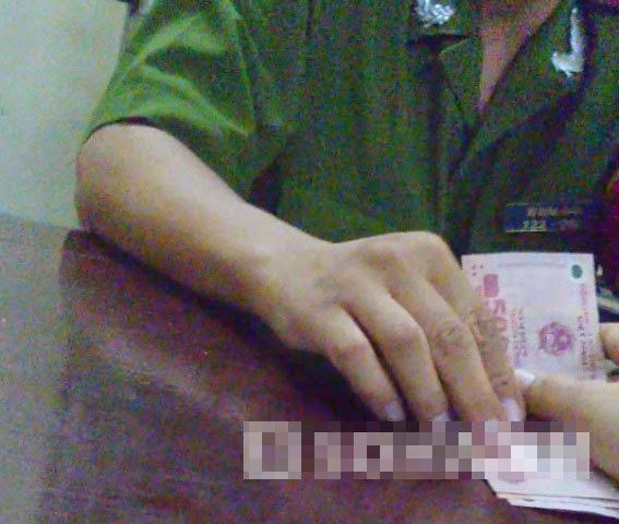 Người nghiện ma túy bị 3 công an ép cầm xe để có tiền hối lộ