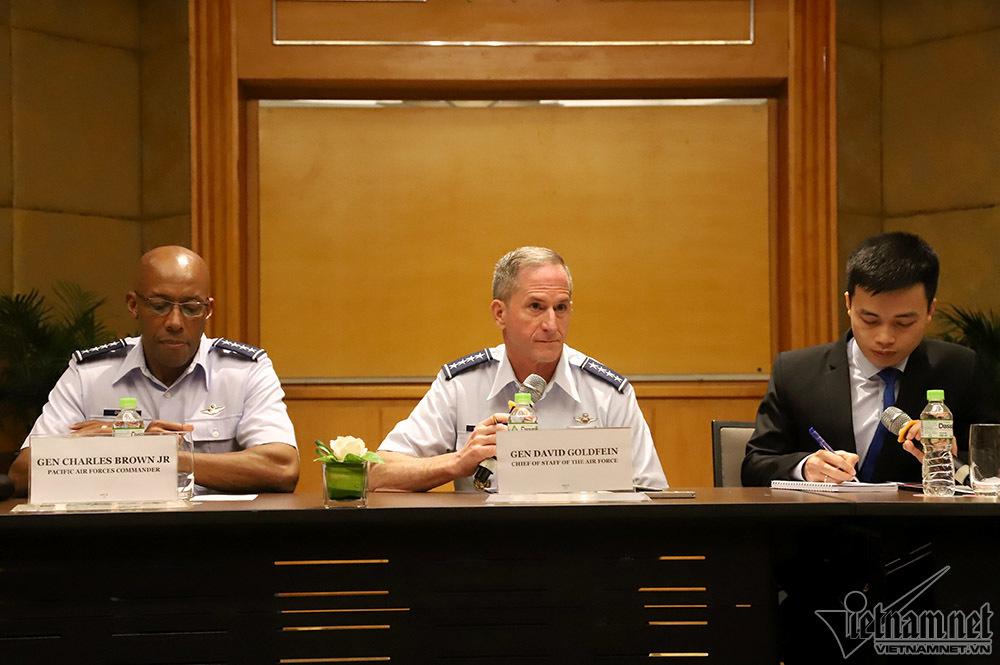 Tướng không quân Mỹ: sẵn sàng hợp tác với Việt Nam để bảo vệ vùng đặc quyền kinh tế