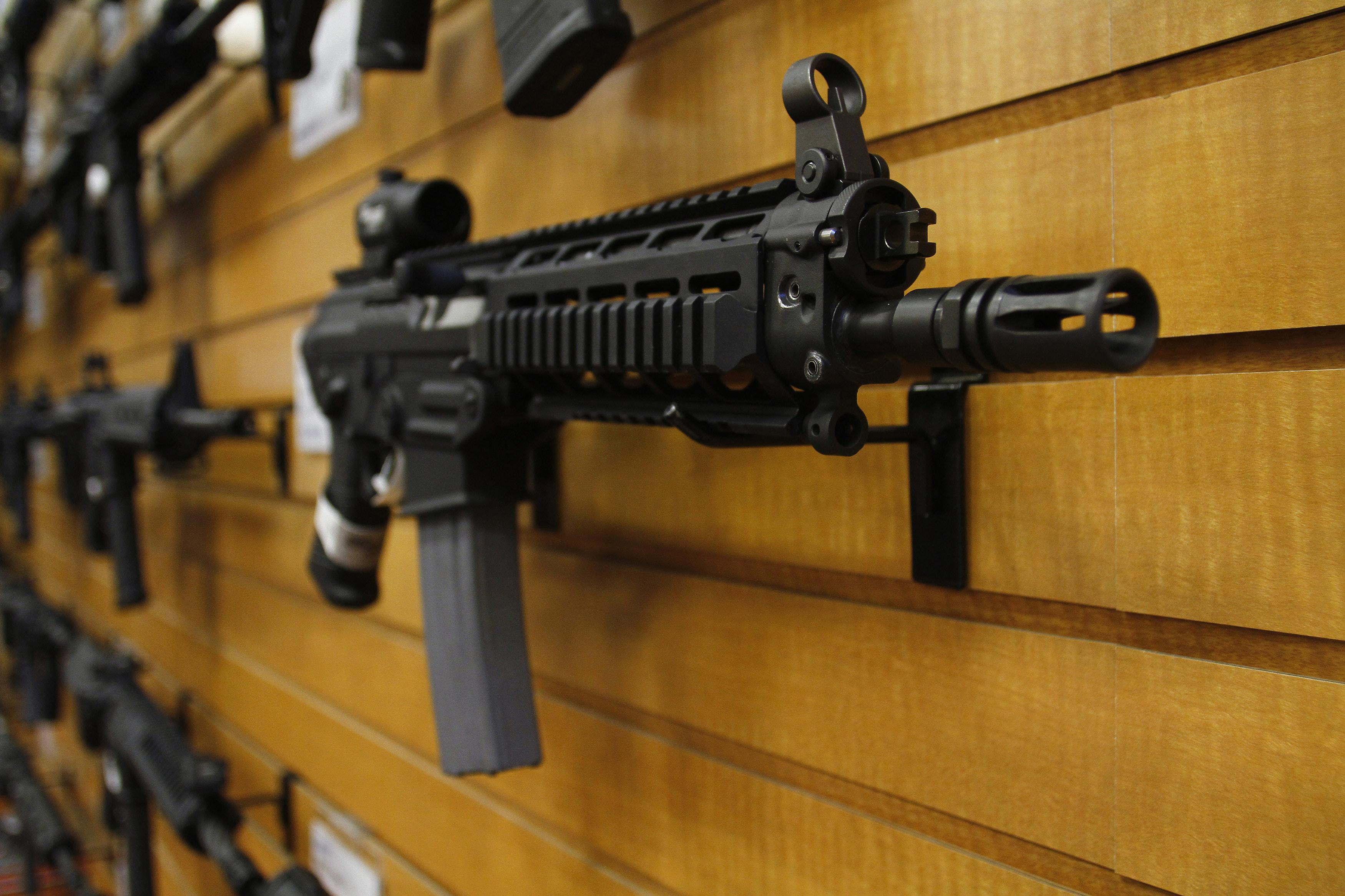 Tòa Bạch Ốc thảo luận về luật súng đạn