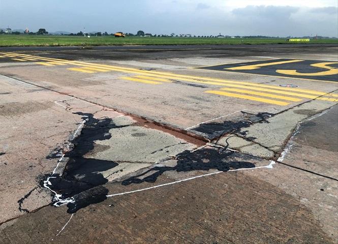 Cơ sở hạ tầng hai phi trường Tân Sơn Nhất và Nội Bài bị xuống cấp nặng