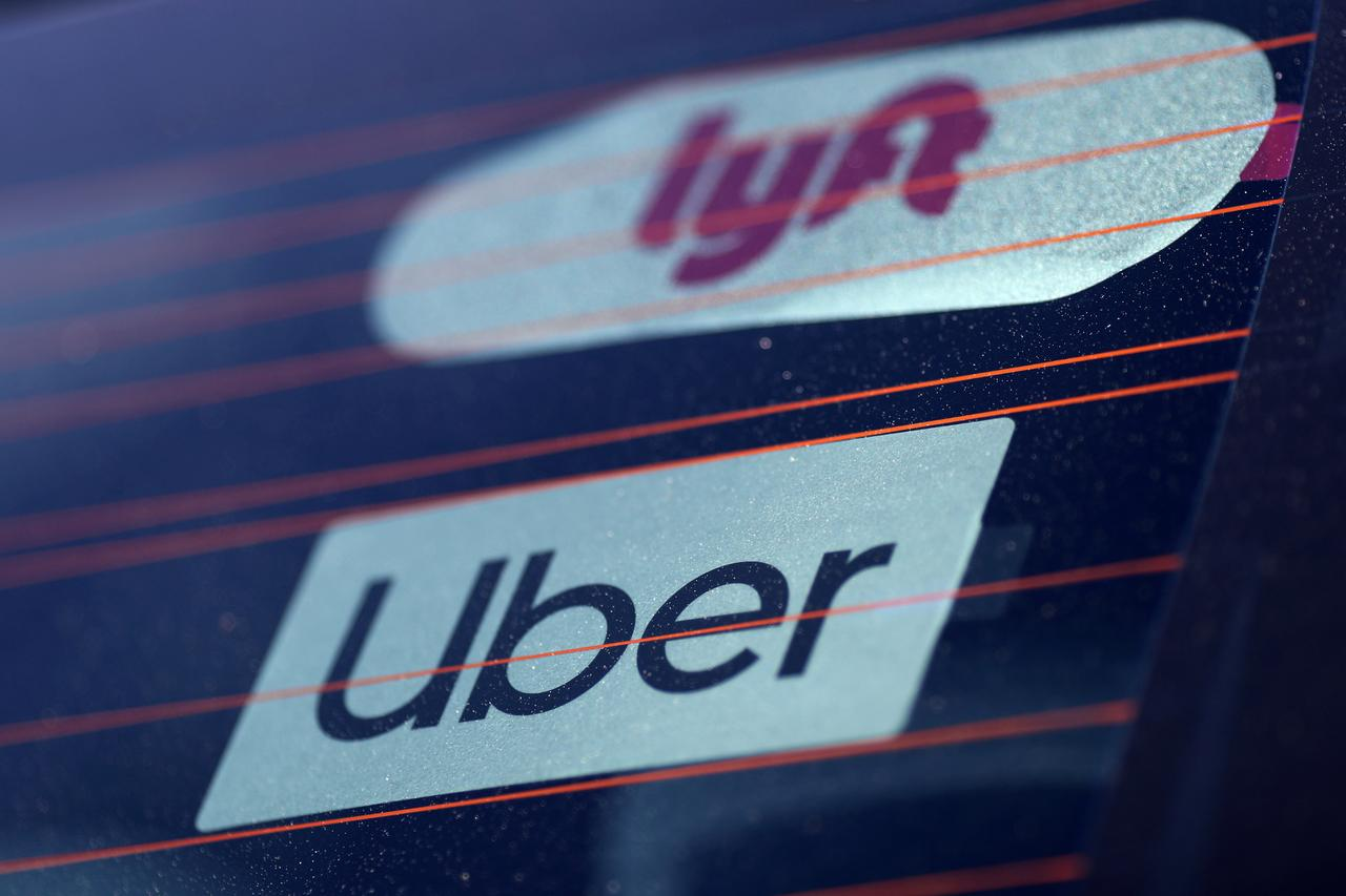 Uber và Lyft đề nghị lương tối thiểu 21 Mỹ kim/ giờ cho các tài xế tại California