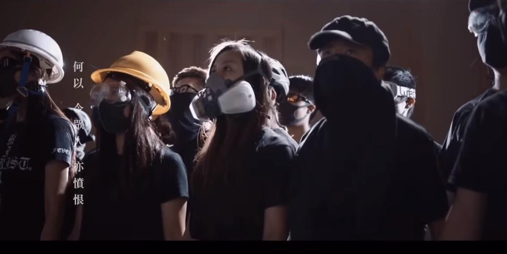 """Video bài hát """"quốc ca"""" mới của Hồng Kông làm xúc động người dân thế giới (Phong Trần)"""