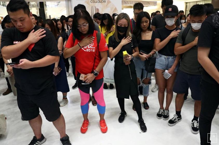 Người dân Hồng Kông tạm dừng biểu tình, tưởng niệm sự kiện 9/11