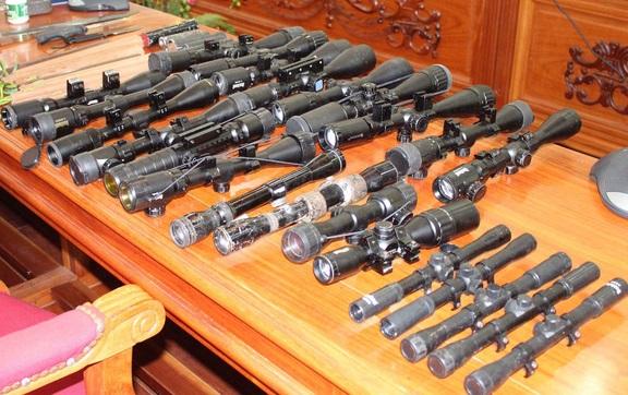 Nhiều quan chức, và thương gia trang bị vũ khí vì xã hội không an toàn