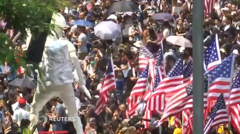 Người biểu tình Hong Kong hát quốc ca Mỹ nhằm kêu gọi tổng thống Trump giúp đỡ