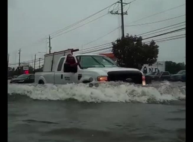 Hơn 1,000 người được giải cứu do bão Imelda gây lũ lụt ở Texas