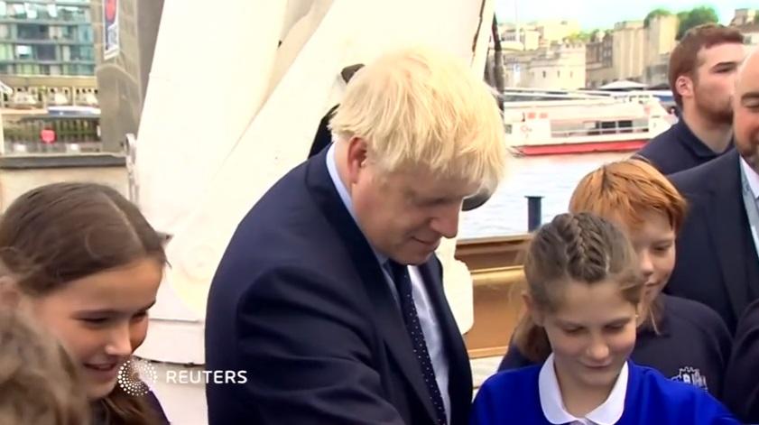 Thủ Tướng Anh phủ nhận việc nói dối Nữ Hoàng Elizabeth trong cuộc khủng hoảng Brexit