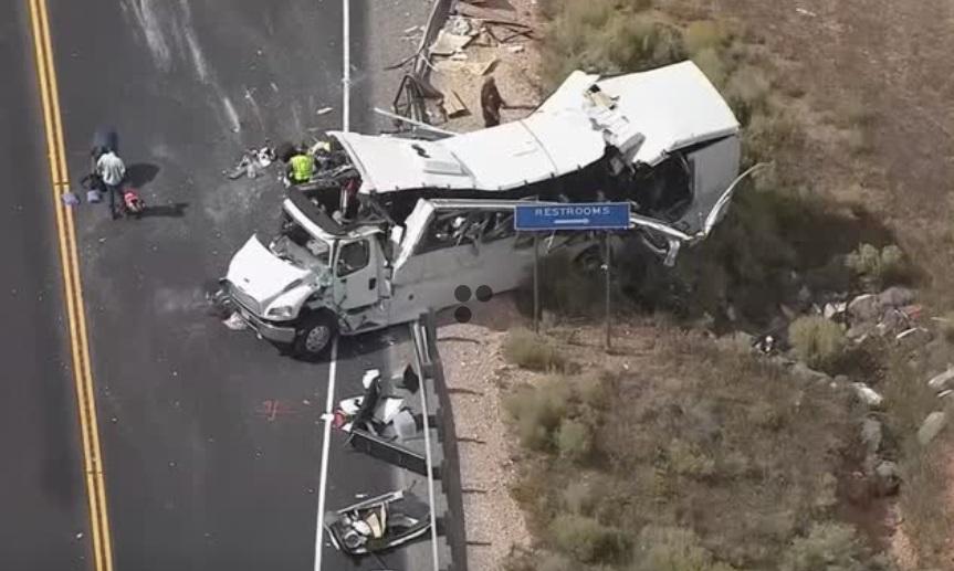 Xe bus chở khách du lịch Trung Cộng  gặp tai nạn ở Utah, ít nhất bốn người tử vong