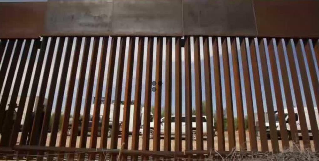 Ngũ Giác Đài tạm dừng dự án bức tường biên giới ở California và Arizona vì không đủ tiền