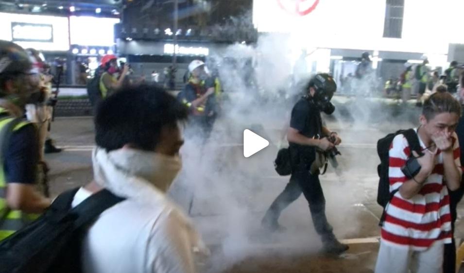 Dân biểu Hoa Kỳ đề nghị ngừng bán thiết bị chống bạo động cho Hong Kong