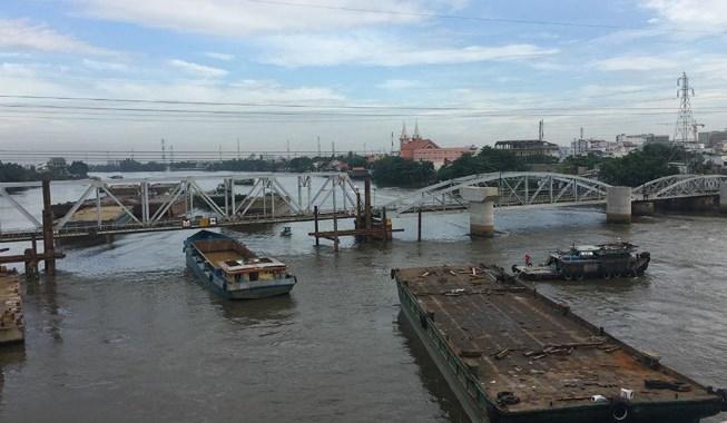Tàu, thuyền đi trên sông Sài Gòn sẽ bị nhà cầm quyền thu tiền