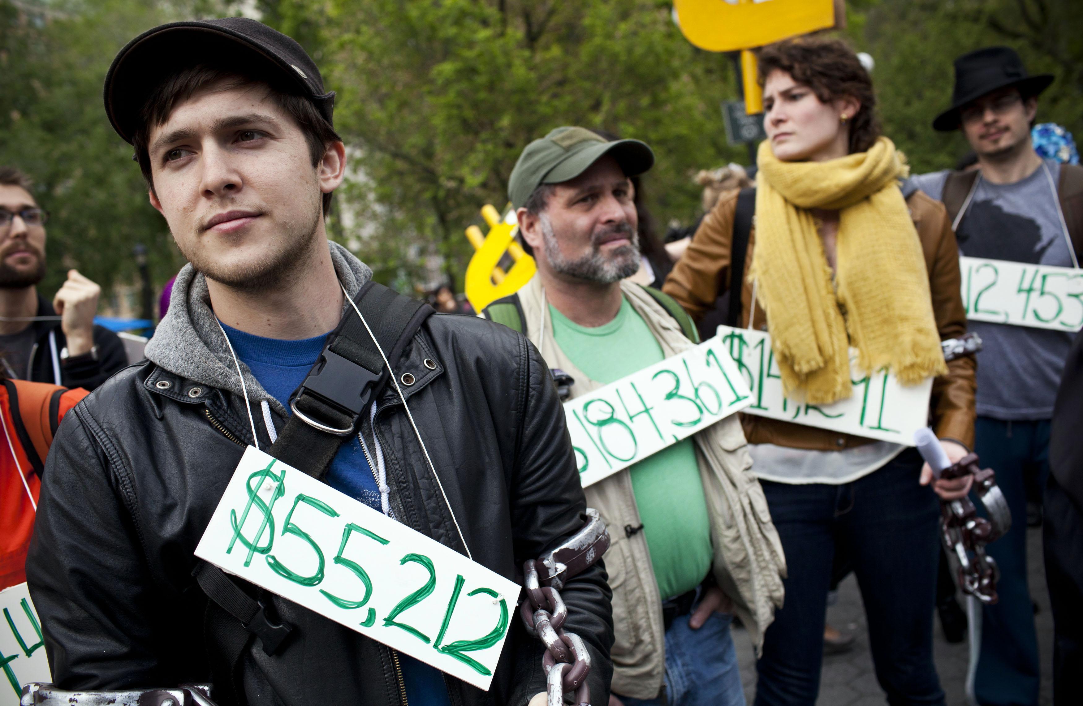 Tiền nợ học phí ảnh hưởng nhiều gia đình Hoa Kỳ