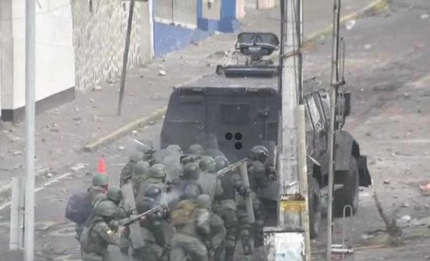 Ecuador áp đặt lệnh giới nghiêm sau khi các cuộc biểu tình đẩy chính quyền ra khỏi thủ đô