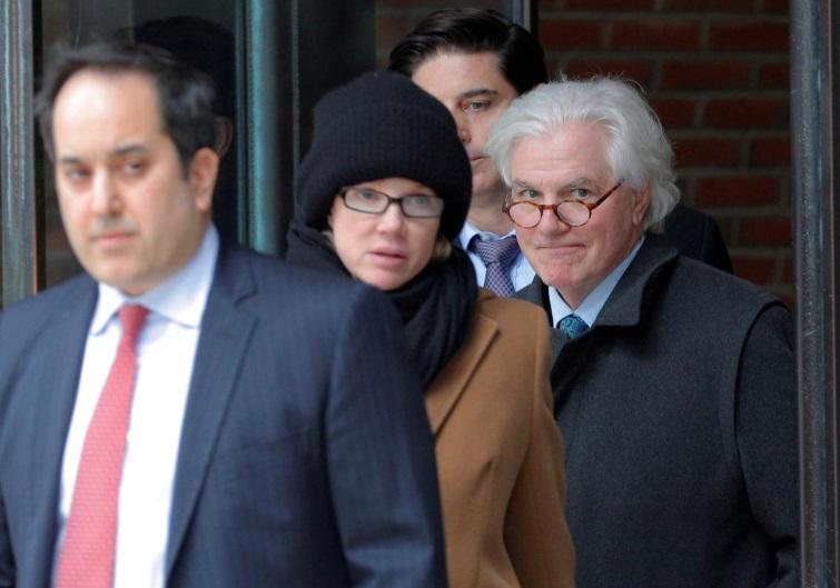 Cặp vợ chồng tài phiệt nhận án tù cho vụ hối lộ tuyển sinh đại học Hoa Kỳ
