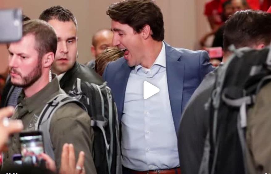 Thủ tướng Canada phải mặc áo chống đạn tại cuộc vận động bầu cử