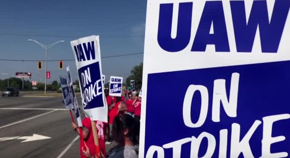 Công nhân General Motors tiếp tục đình công sau khi đàm phán bế tắc