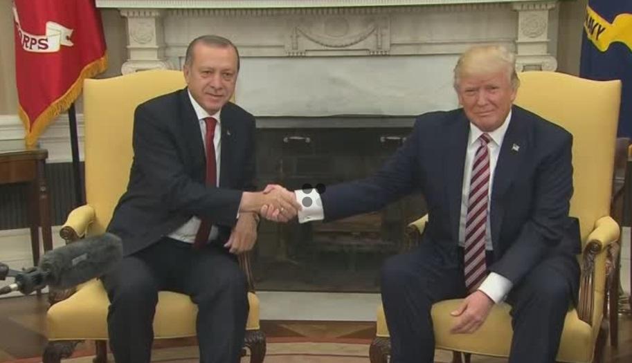 Tổng thống Trump áp đặt trừng phạt, yêu cầu Thổ Nhĩ Kỳ ngừng tấn công vào Syria
