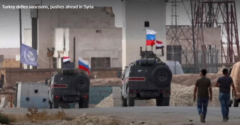 Thổ Nhĩ Kỳ tiến công bất chấp tổng thống Trump trừng phạt- cờ Nga tung bay tại Manbij