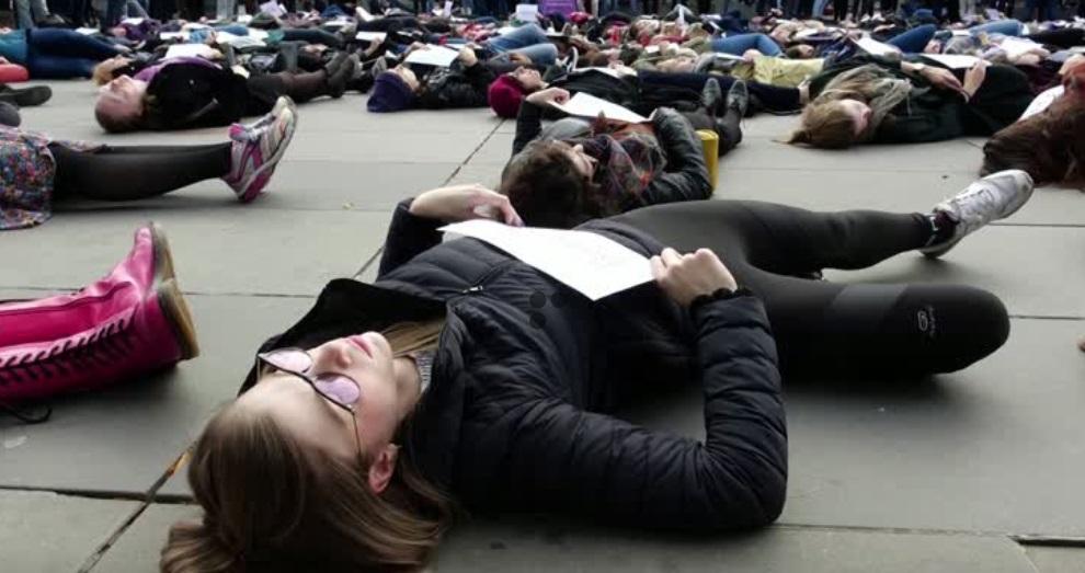 Biểu tình tại Paris chống lại bạo lực gia đình
