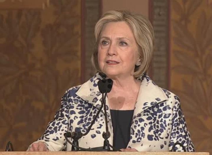 Không phát hiện bằng chứng cho thấy nhân viên của bà Hillary Clinton lộ thông tin mật quốc gia