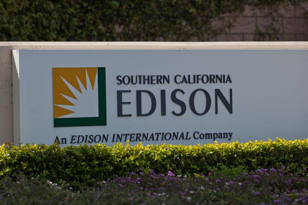 SCE dự định cắt điện của 12,000 khách hàng vì nguy cơ gió nóng gây cháy rừng
