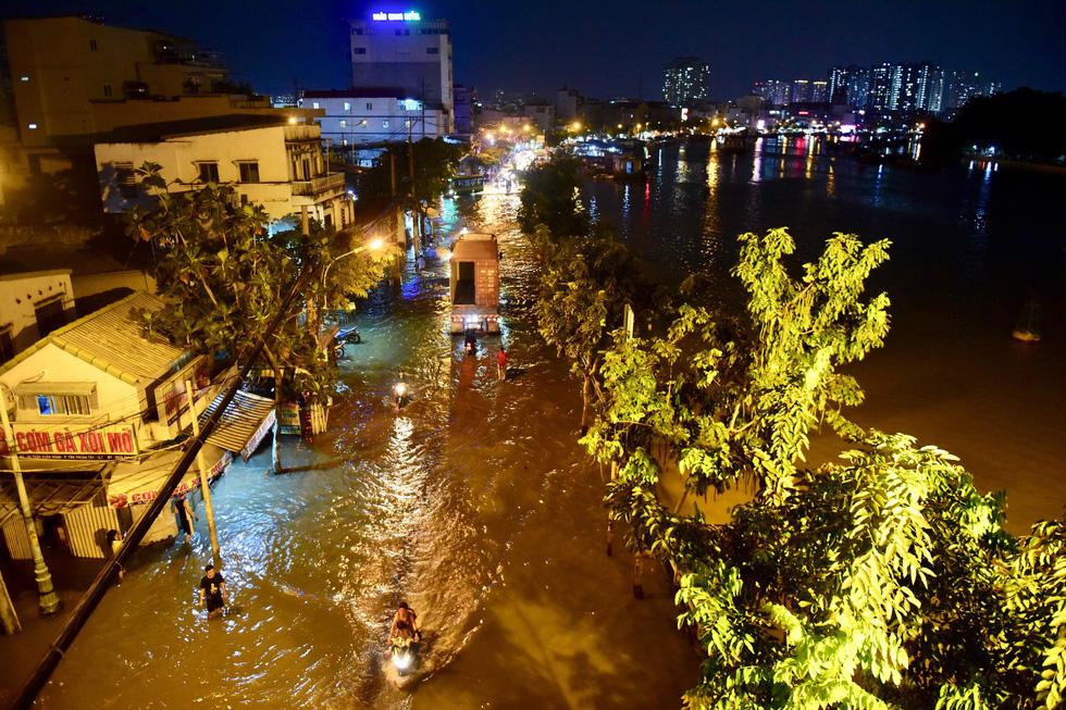 Sài Gòn và Miền Tây ngập lụt kỷ lục