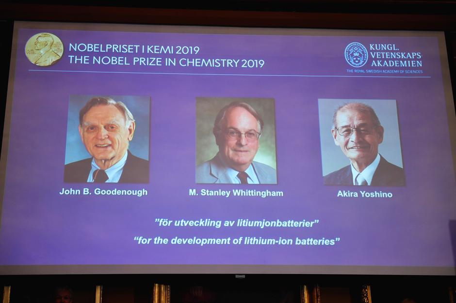 Các nhà khoa học tiên phong về pin được trao giải Nobel Hóa Học