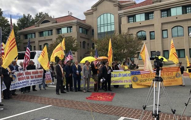 Người Mỹ gốc Việt biểu tình phản đối Trung Cộng ở Washington DC
