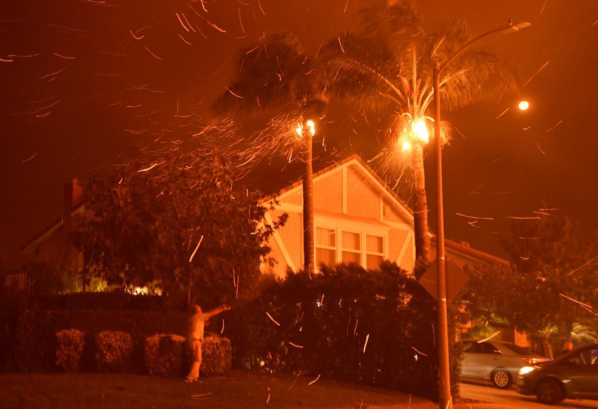 Cư dân California đối mặt với việc bị cắt điện do gió mạnh
