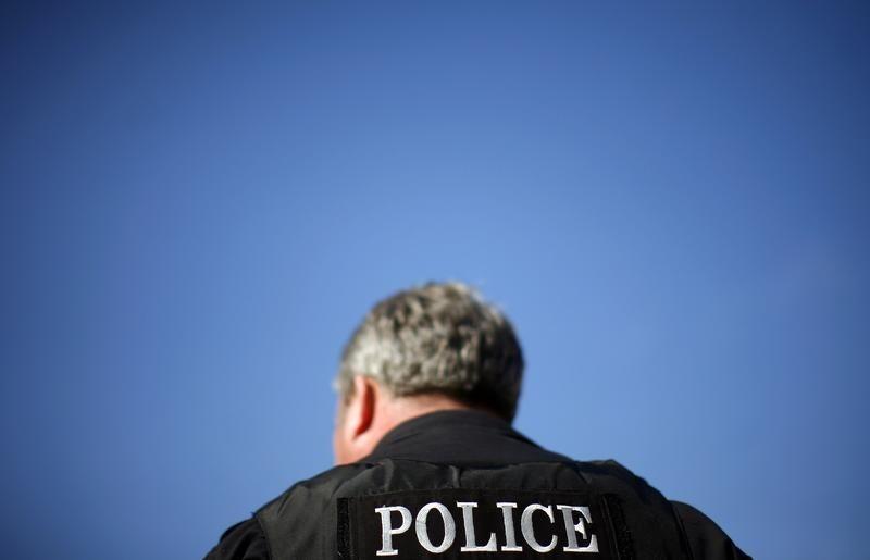 Sở cảnh sát Phoenix sa thải một viên cảnh sát liên quan đến vụ bắt giữ cặp đôi gốc Phi Châu bị tình nghi trộm cắp