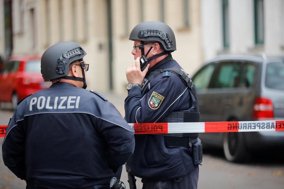 Hai người thiệt mạng trong vụ nổ súng trước giáo đường Do Thái ở Đức, nghi can bỏ trốn