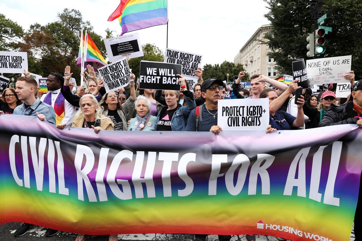 Tối Cao Pháp Viện chia rẽ về vấn đề kỳ thị giới tính tại sở làm