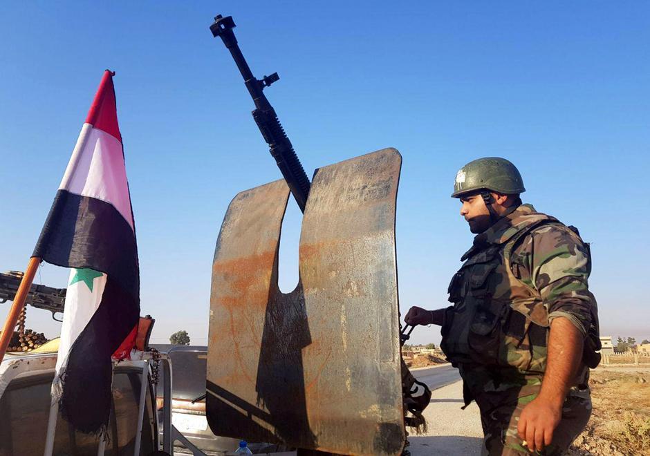 """Các lực lượng Syria được Nga hậu thuẫn nhanh chóng """"thế chân"""" sau khi Hoa Kỳ rút lui"""