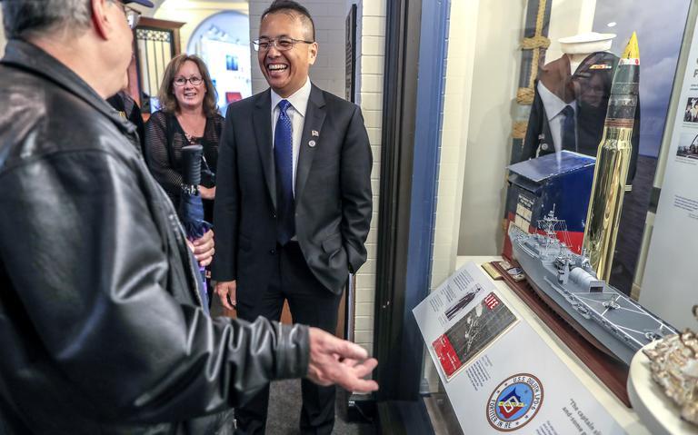 Người tị nạn Việt Nam được USS Duluth cứu hơn 40 năm trước thăm nơi trưng bày