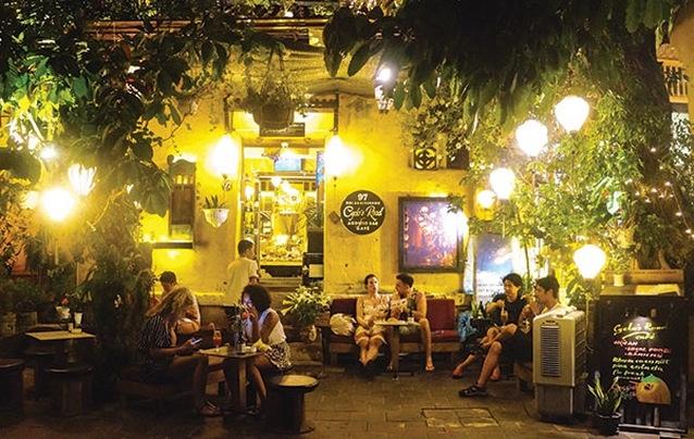 Quán cà phê xua đuổi khách Việt chỉ tiếp khách ngoại quốc ở Hội An