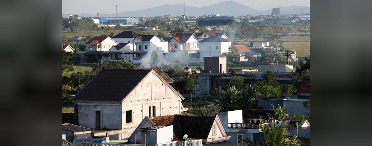"""Tại """"Làng Tỉ Phú"""" của Việt Nam, tiền do người di dân gửi về có thể mua một cung điện"""