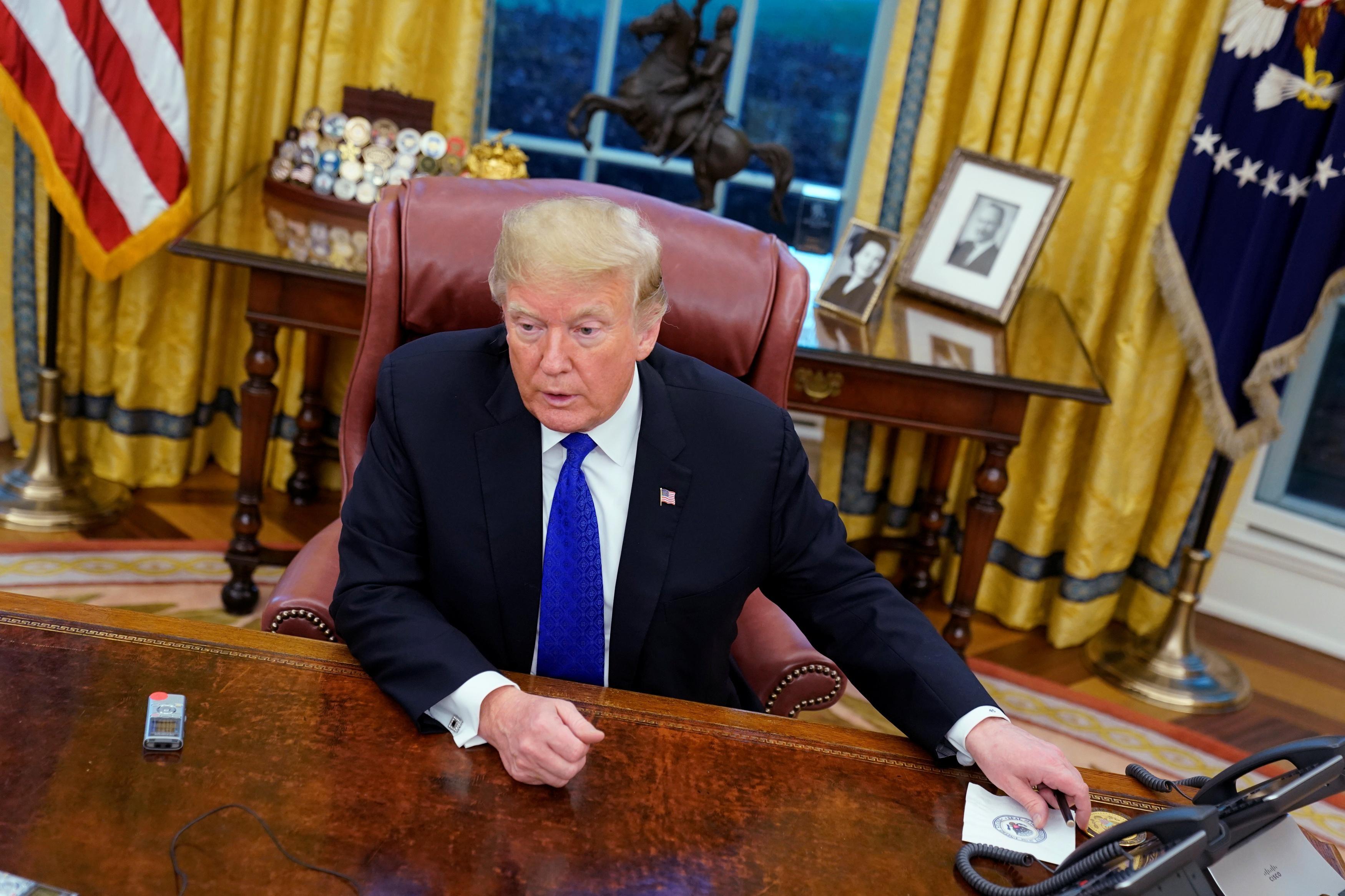 Tổng thống Trump phớt lờ lời khuyên từ Ngũ Giác Đài và can thiệp vào các vụ án liên quan đến tội ác chiến tranh