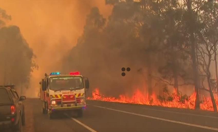 Nhiều người dân Úc tìm nơi trú ẩn trước các vụ cháy rừng lớn